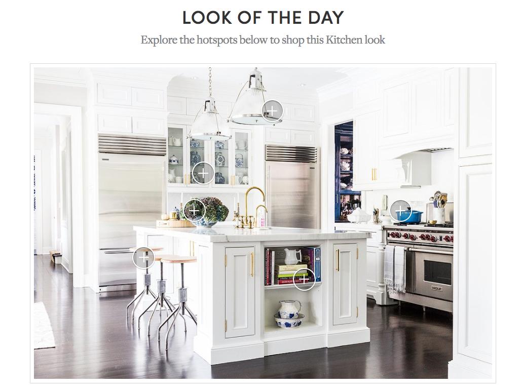 Shop the look. Alle gezeigten Gegenstände auf dem Bild können auch direkt gekauft werden.